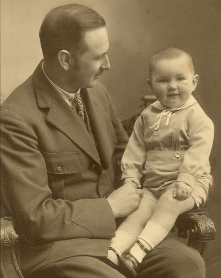 Harald med Niels Aage, 1930